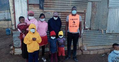 Nkuna donates hoodies to needy family